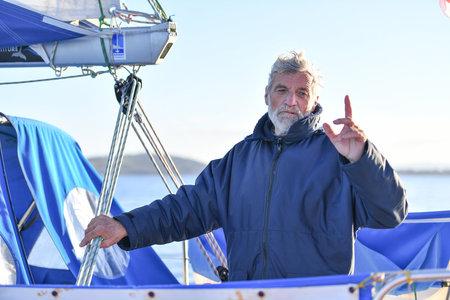 Жан-Люк ван ден Хееде. Французский яхтсмен
