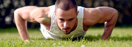 Как устроить себе тренировку на обычной спортивной площадке?