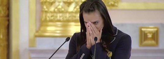 Елена Исинбаева плачет, провожая сборную России на Олимпийские игры