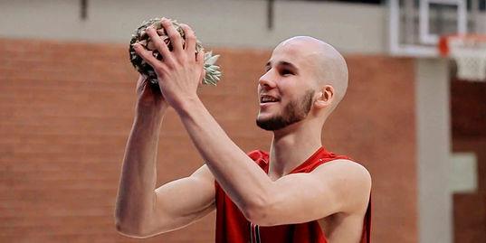Как играть в баскетбол, если вместо мяча – ананас