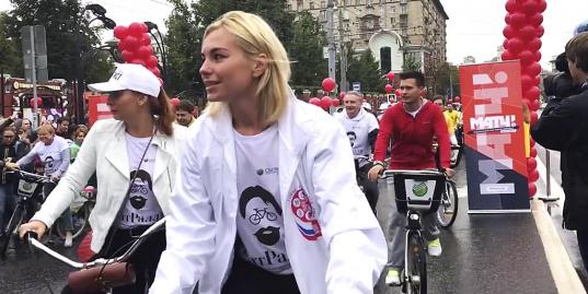 «Матч ТВ» в День Москвы: Миронов, Безруков и другие звезды сцены на благотворительном велозаезде «ТеатрРалли»