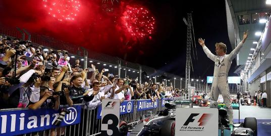 Нико Росберг выиграл Гран-при Сингапура