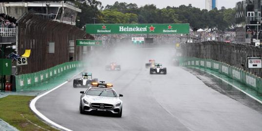Хэмилтон выиграл Гран-при Бразилии, Росберг — второй, Ферстаппен — третий
