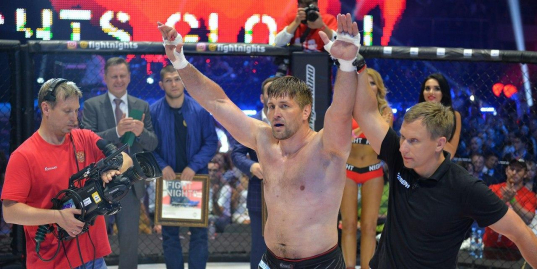 Виталий Минаков побывал в нокдауне, вернулся и победил нокаутом
