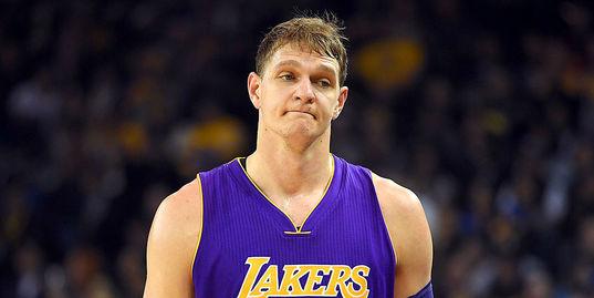 Мозгов не сыграет за «Лейкерс» в этом сезоне. Почему это хорошо?