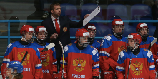 Российские юниоры пропускают четыре шайбы подряд от американцев и почти спасают матч