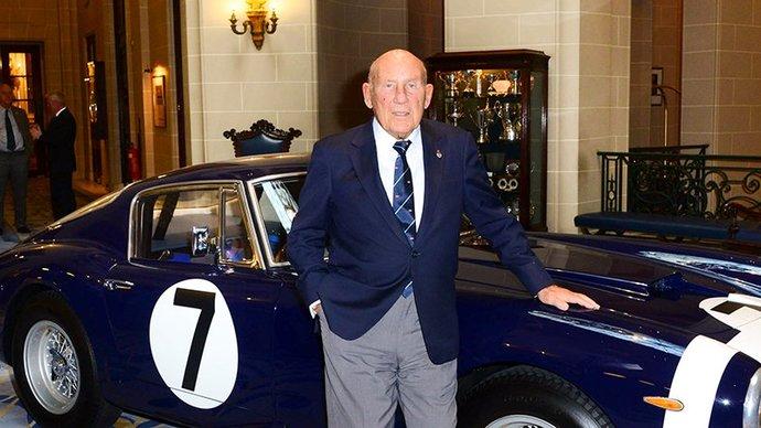 Легендарный британский гонщик Стирлинг Мосс умер в возрасте 90 лет