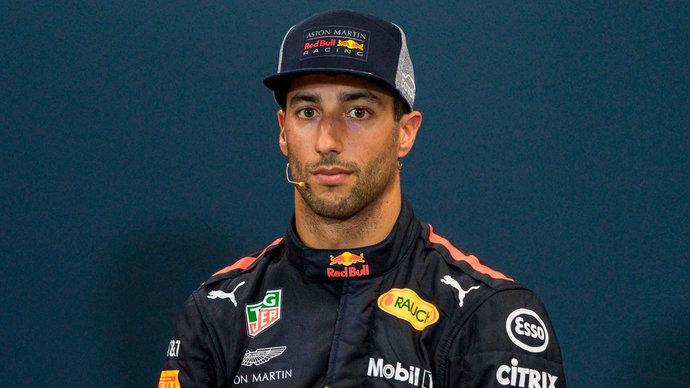 Риккьярдо показал лучшее время на утренних тестах «Формулы-1». Болиду «Хааса» потребовалась замена коробки передач