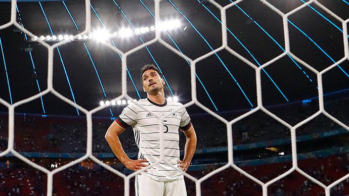 Хуммельс  первый немецкий игрок, забивший автогол на чемпионатах Европы