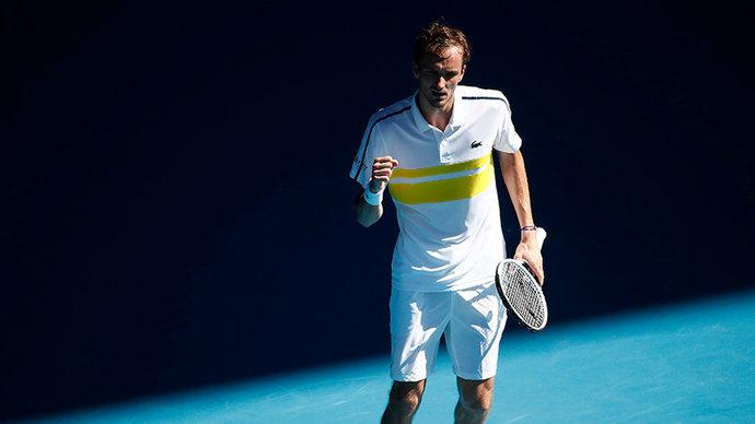 Медведев впервые в карьере победил на Ролан Гаррос, уверенно справившись с Бубликом