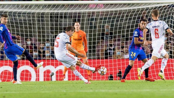 Бавария уверенно обыграла Барселону на Камп Ноу, Левандовский сделал дубль