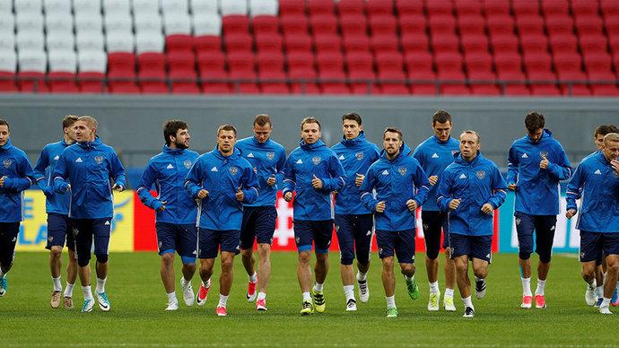 Сборная России устроила пешую прогулку по Казани перед матчем с Мексикой