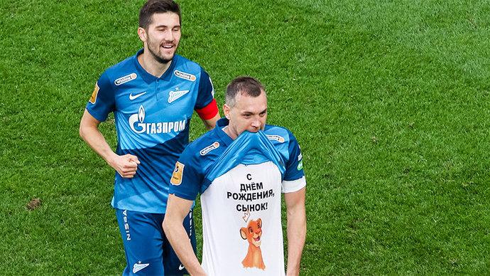 Дзюба поддерживает баскетбольный «Зенит» на матче с «Барселоной»