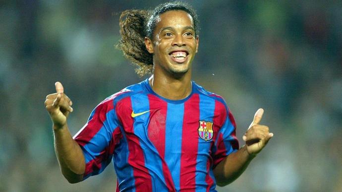 Роналдинью отдал три голевых паса в матче легенд «Барселоны» и «Реала»