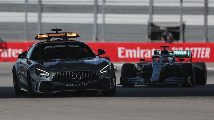 Водитель сейфти-кара в «Формуле-1» остался без зарплаты. Он участвует в Гран-при с 2000 года