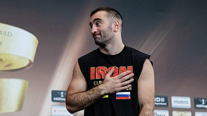 Гассиев досрочно победил Валлиша и завоевал пояс чемпиона WBA Asia