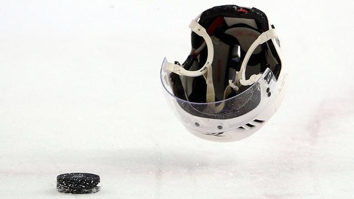Хоккеист сборной Белоруссии получил тяжелую травму в матче против Швеции на ЧМ