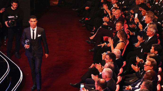 Роналду — лучший игрок года по версии ФИФА
