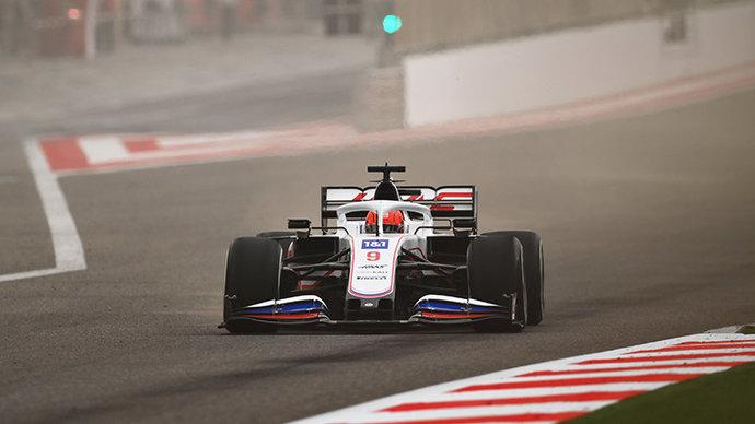 Ферстаппен показал лучшее время по итогам первого дня тестов в Бахрейне, Мазепин — 15-й