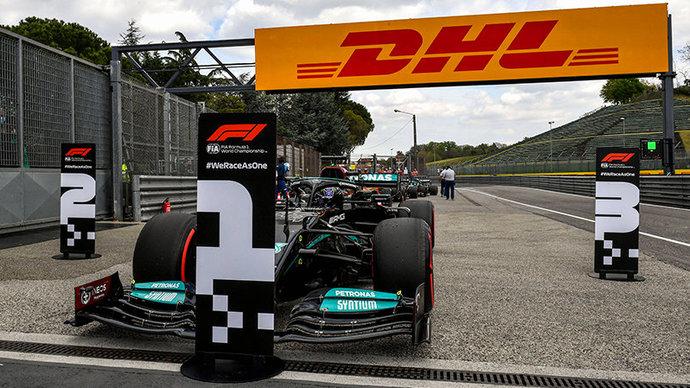 Хэмилтон выиграл Гран-при Великобритании, выбив из борьбы Ферстаппена на первом круге, Мазепин обошел Шумахера