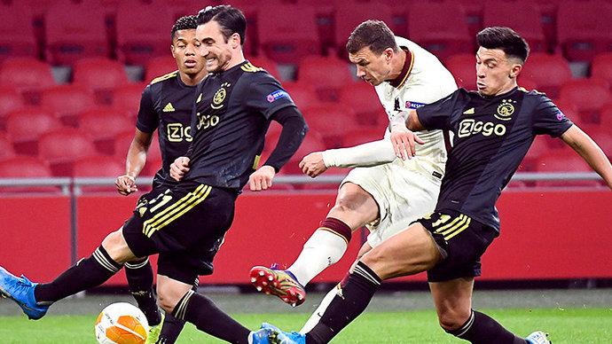 Рома вырвала победу у Аякса, Арсенал сыграл вничью со Славией в первом четвертьфинальном матче ЛЕ