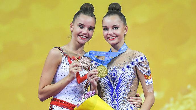Сестры Аверины одержали победу в упражнениях с обручем и мячом на этапе Гран-при в Москве