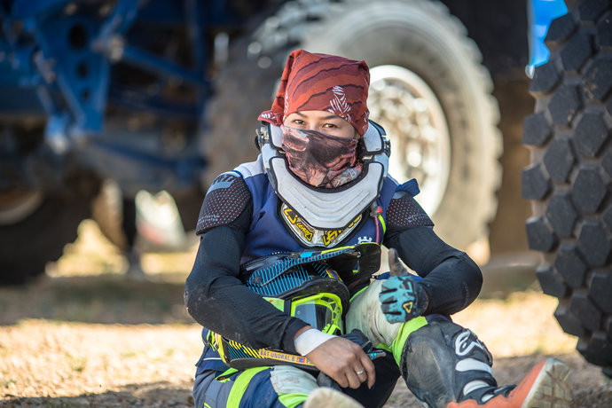 Пустыни Монголии - тяжелое испытание для мотогонщиков, среди которых были и женщины.