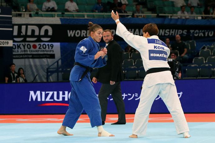 Антонина Шмелева в стартовом круге уступила Джонгюн Ли из Кореи.