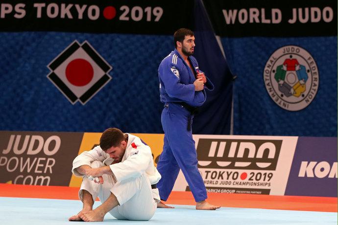 Ильясов побеждает француза Маре.