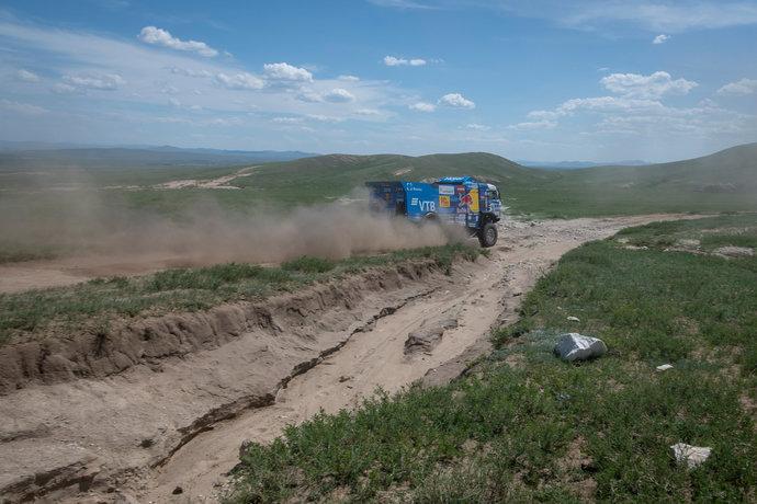 Участники добрались до степи, а это значит, что началась дорога на Монголию.