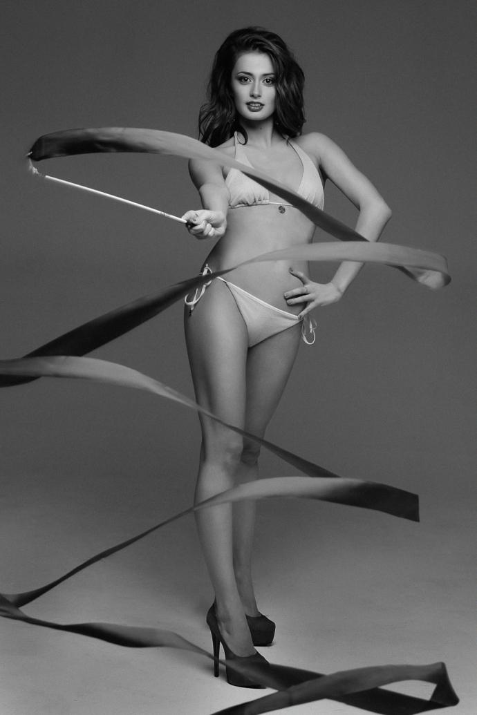 девушка, яна луконина гимнастика фото ню магазинов