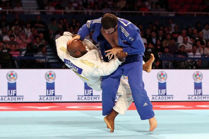 Португалец без проблем выносил соперников до финала, но с Ильясовым пришлось непросто.