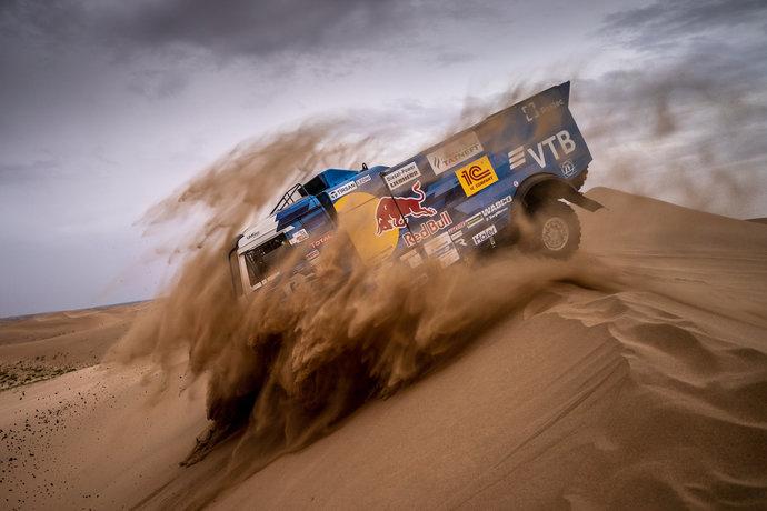 Экипажи «КАМАЗ-мастер» были хороши и на песчаных дорогах, и в дюнах.