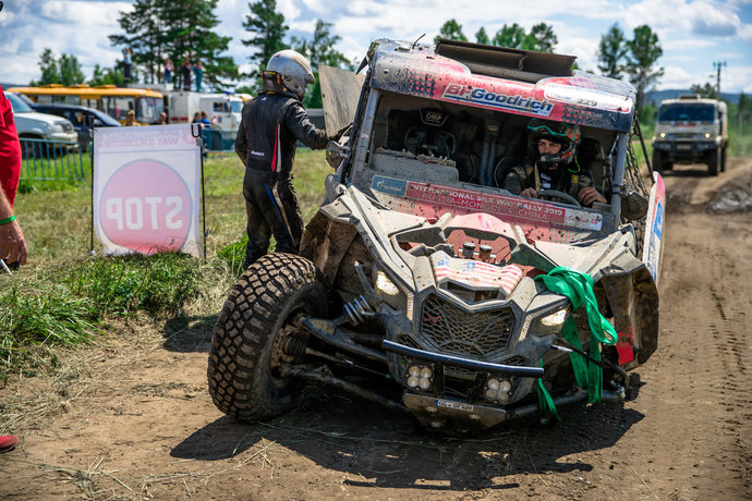 Уже на первом этапе ралли один из участников попал в серьезную аварию.