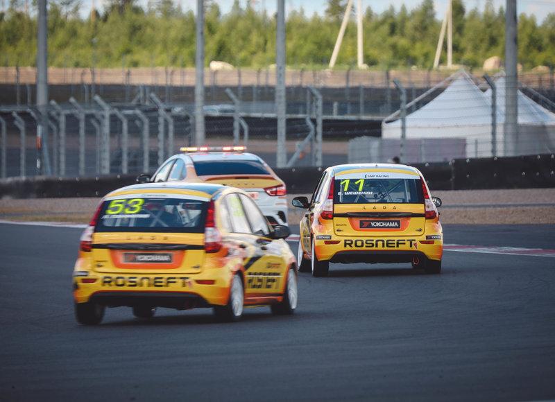 «Мерседес» побеждает и под Санкт-Петербургом. Лучшие кадры первого гоночного уик-энда на «Игора Драйв»