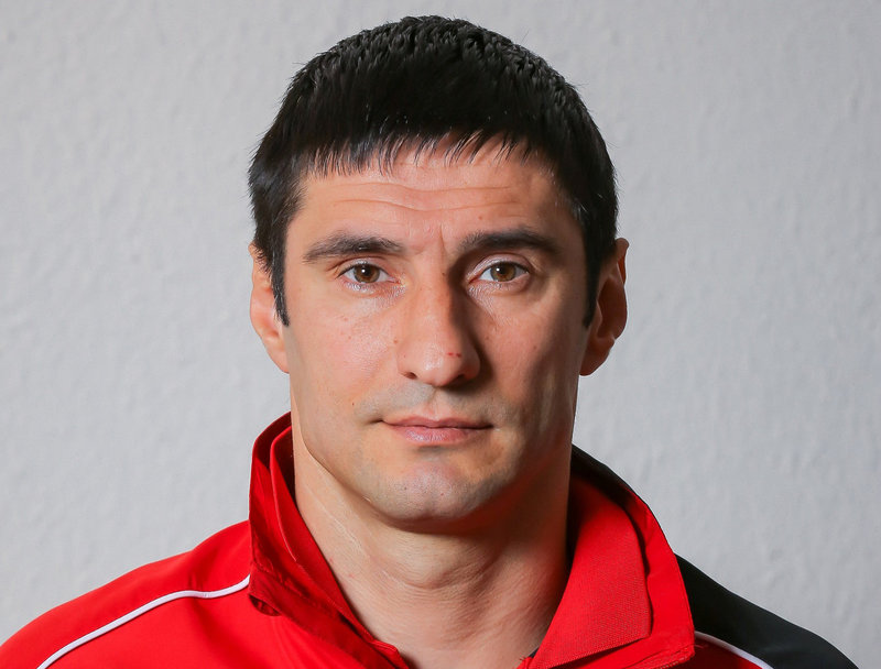 Спартак хочет вернуть России чемпиона. Но для начала нужно избавиться от славы Газзаева