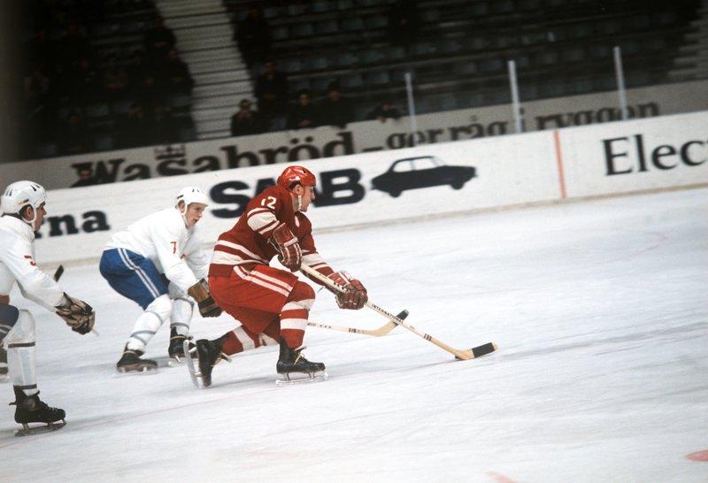 «Это мы научили канадцев в хоккей играть». Жизнь и борьба Евгения Мишакова