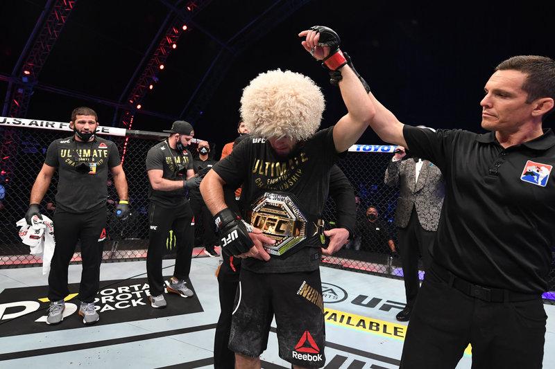 Хабиб завершил карьеру тем же приемом, которым начал. У него не осталось соперников в UFC