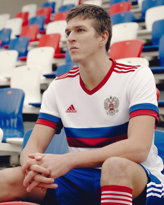 РФС и adidas представили гостевую форму сборной России к Евро-2020 в формате шоу в TikTok и на «Матч ТВ»