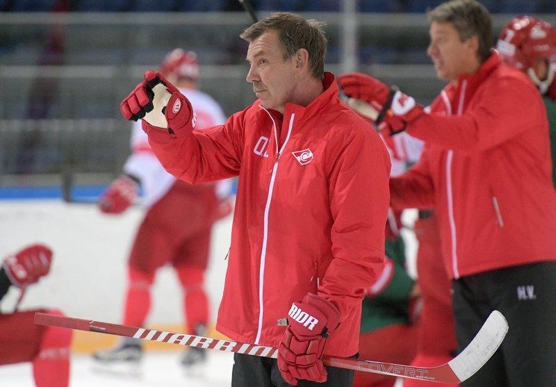 У Олега Знарка худший старт в КХЛ. Его «Спартаку» нужно время и усиление