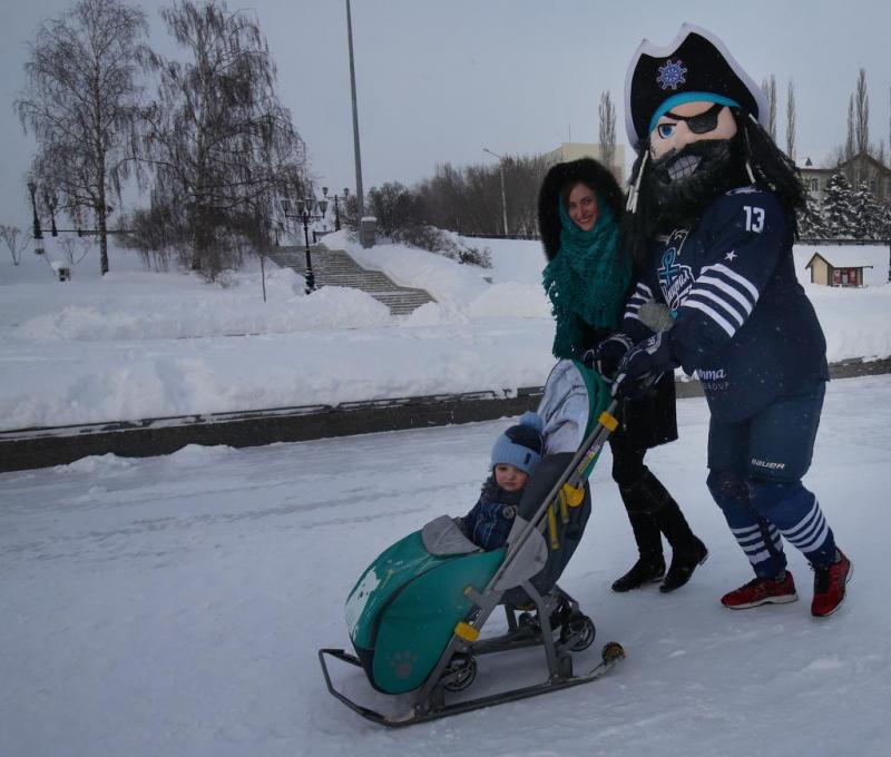 Маскоты клубов КХЛ гуляют по Уфе