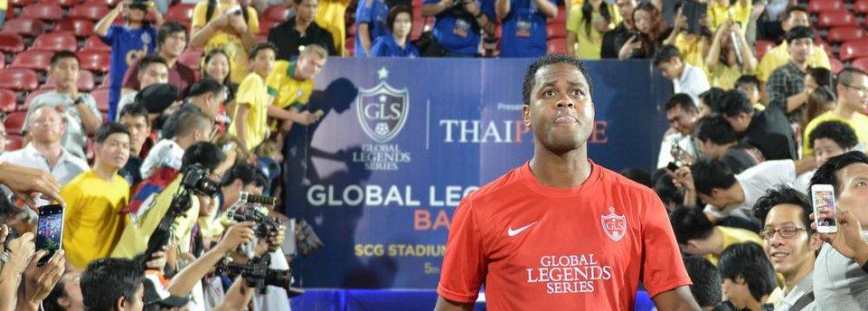 Клюйверт забивает за «Барселону» с центра поля в Уганде