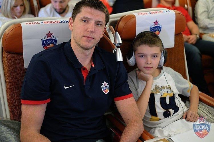 Вместе с ЦСКА на «Финал четырех» прилетели молодежная команда и семьи игроков