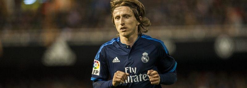 Судья начинает голевую атаку на ворота «Реала»