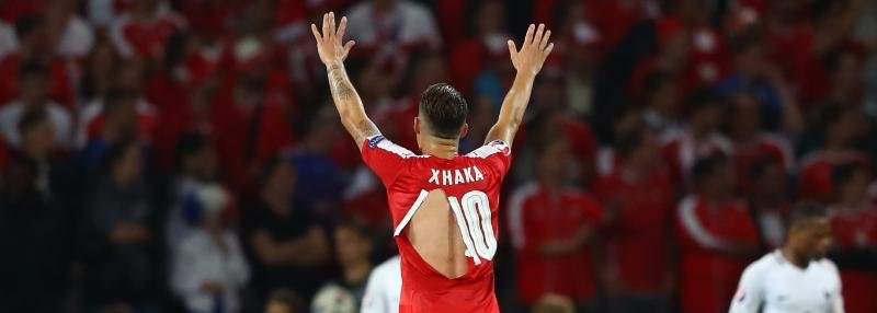 Форма сборной Швейцарии и мяч Евро-2016 рвутся у всех на глазах