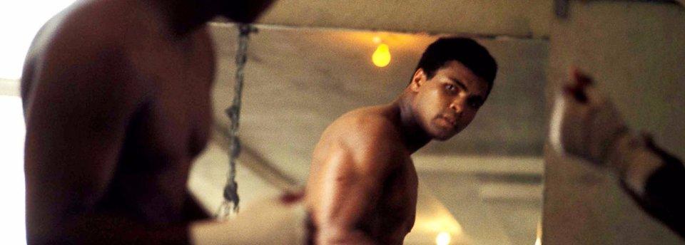«Попросили его нокаутировать, но не получилось». Как советские боксеры сражались с Али