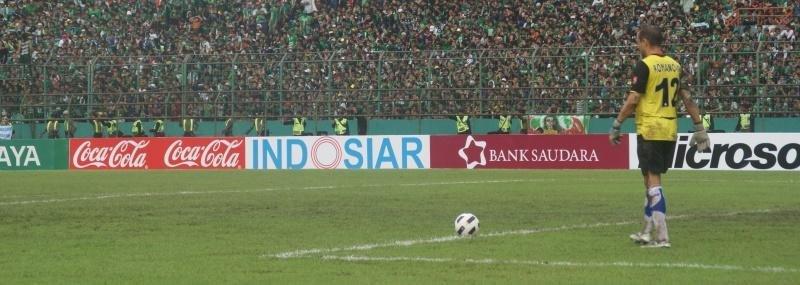 «Поехать в джунгли одному – самоубийство. Зачем – чтобы меня съели?» Играть в футбол в Индонезии и быть счастливым
