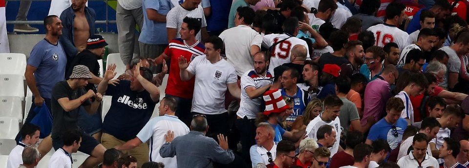 УЕФА грозит сборным России и Англии дисквалификацией. 7 вопросов о главном скандале Евро