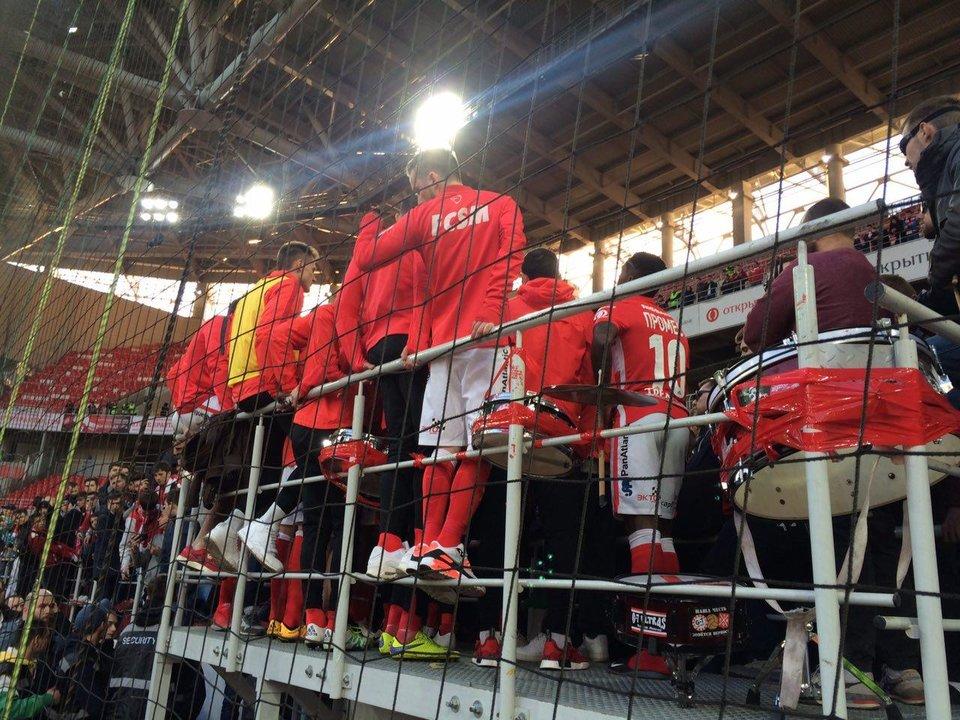 Игроки «Спартака» после матча поднялись на трибуну