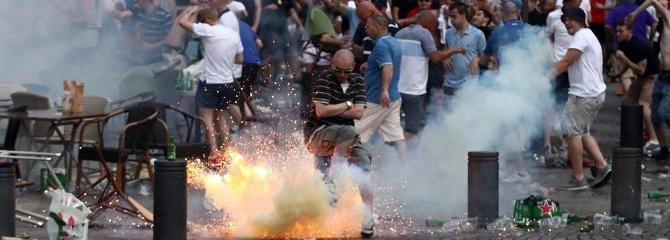 Сборная России условно дисквалифицирована до конца Евро-2016 из-за фанатов. Что происходит